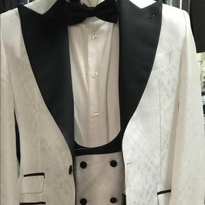 Other - Off white jacquard luxury and silk peak lapel tux